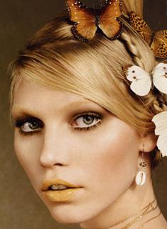 Na Vogue Japão de junho, Aline Weber com os lábios amarelados